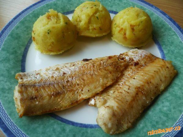 Hejk pečený na másle se šťouchanými brambory filety z hejka,sůl,mletý…