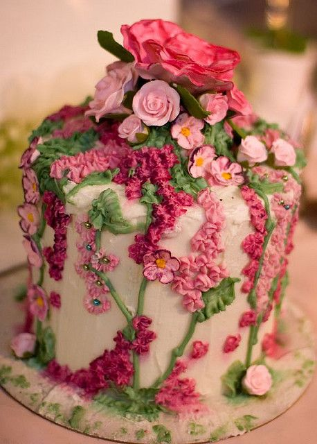 pink floral cake: Floral Cakes, Gardens Cakes, Pink Flowers, Pink Cakes, Flowers Cakes, Rose Cake, Beautiful Cakes, Vintage Rose, Birthday Cakes