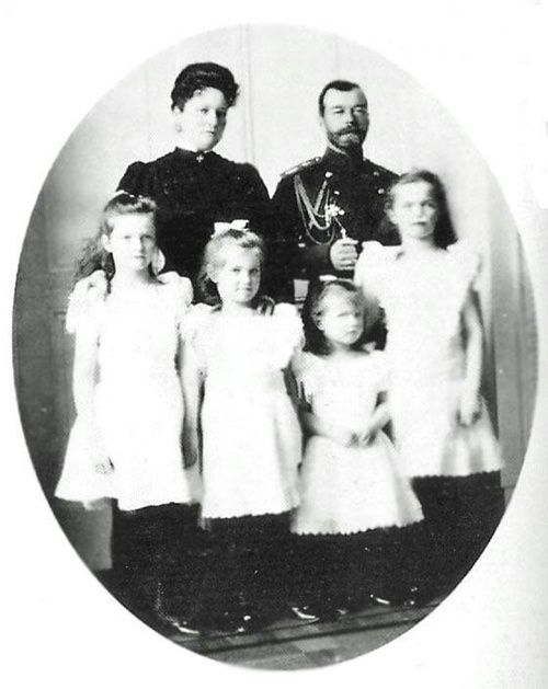 NAOTMA - Tsar Nicholas II, Tsarina Alexandra Feodorovna and their four daughters Grand Duchesses Tatiana, Maria, Anastasia and Olga Niolaevna.