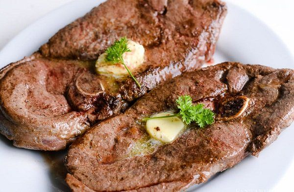 طريقة عمل لحم الغزال بالفرن طريقة Recipe Deer Meat Recipes Deer Steak Recipes Venison Steak Recipes