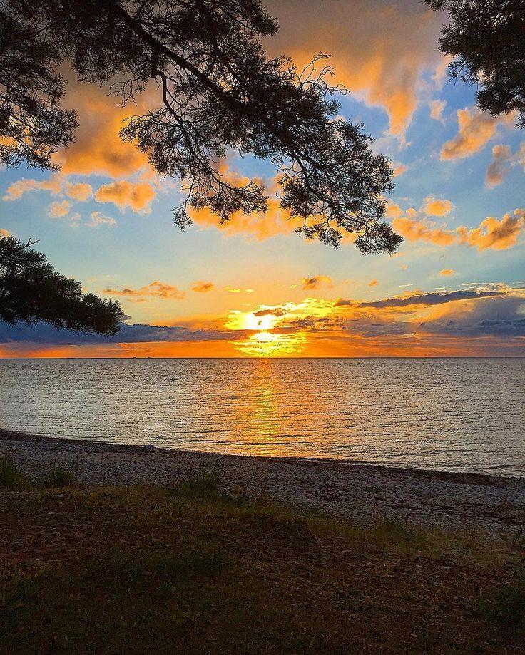 ~ Sunset tonight ~ 🌅#summer#sunset#ig_sweden#wu_sweden#wu_europe#igscglobal#gottolove_this#shotwithlove#all_my_own#igscandinavia#nuriss_wow_landscape#loves_skyandsunset #jj_skylove#loves_sweden#loves_scandinavia#loves_europe#worlds_beautiful_photos#igglobalwomenclub#splendid_outskirts#bns_mobile#bns_earth#thebestofscandinavia#sweden#ig_skyline#sweden_photolovers#loves_united_sweden#sunset_stream#sunset_greece#bns_waters#water_perfection