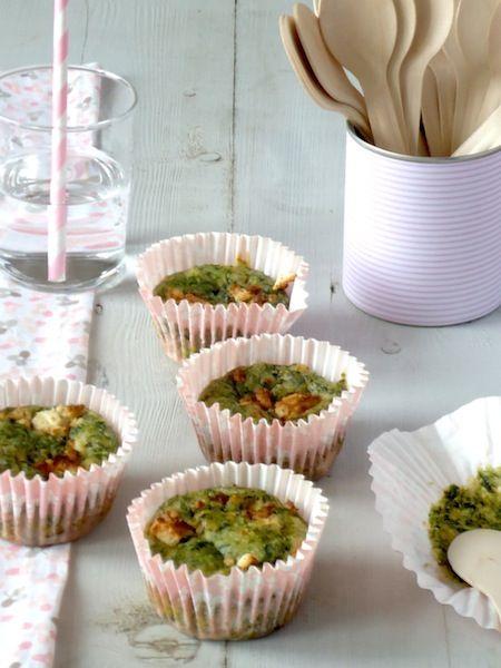 Hartige muffins met geitenkaas en spinazie.