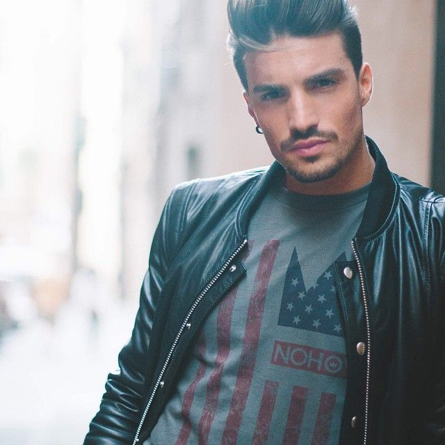 https://www.facebook.com/MARIANODIVAIO.FANPAGE/timeline