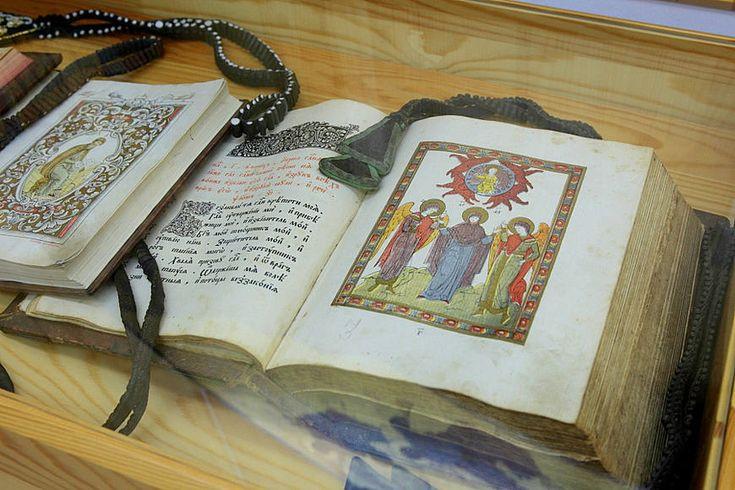 старопечатные книги в экспозициимузея **невьянская икона**