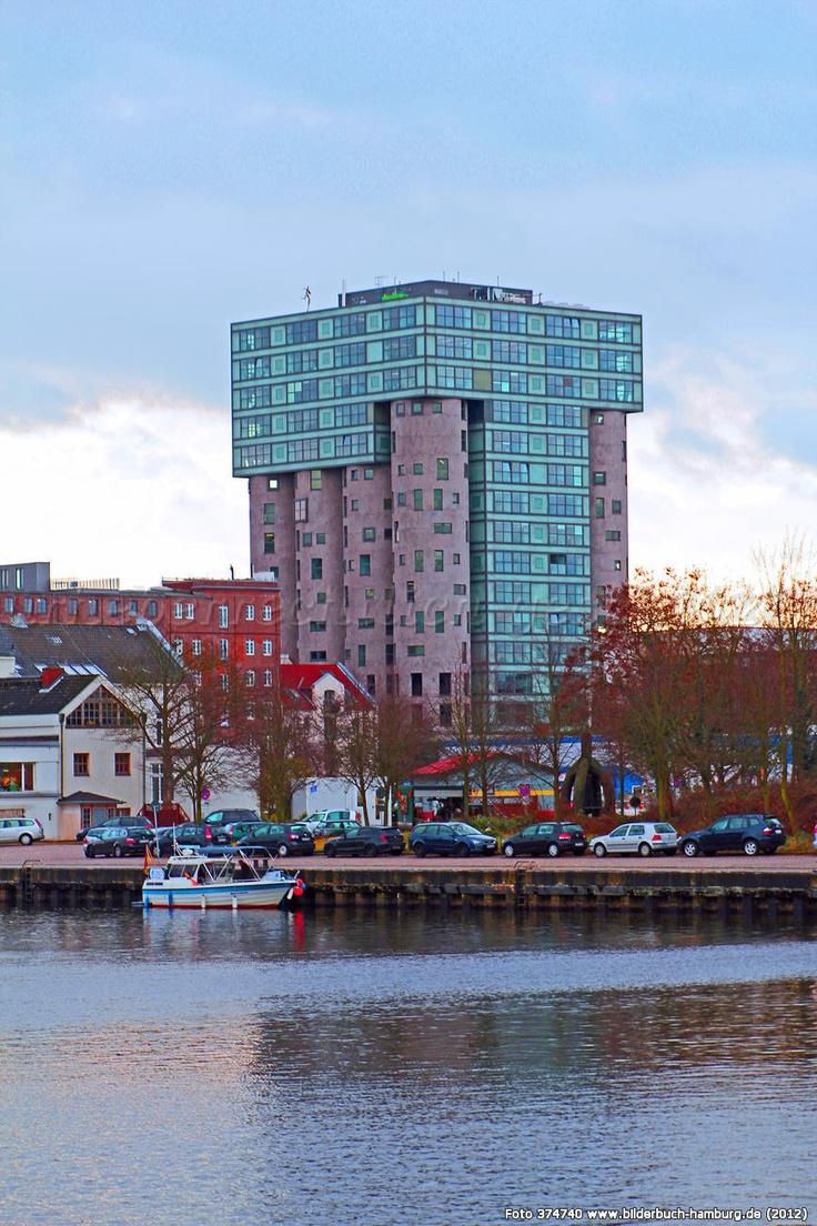 Hamburg/ Harburg: Silo, Bürohaus im ehemaligen Getreidespeicher.