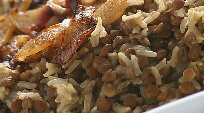 المجدرة العدس والأرز مع البصل المحمر من الشيف فايز الريماوي Recipe Recipes Food Fatafeat