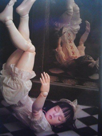 "Doll artist / Koitsukihime. Photograph / Sakichi Kataoka. from ""Ningyouhime"", 人形/恋月姫、写真/片岡佐吉、『人形姫』(小学館)"