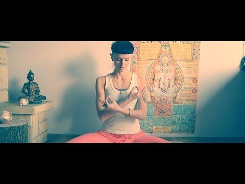 Kirtan Kriya - wieloaspektowa medytacja balansująca półkule mózgowe