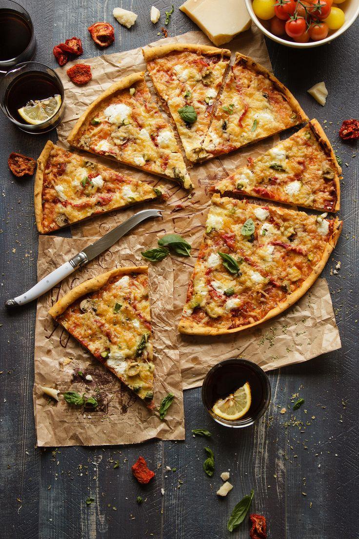 Pizza extrafina de tomatitos secos {a los 5 quesos}