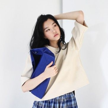 [Market Bag: Blue] A faux leather crossbody bag featuring a detachable shoulder strap. Simple and casual style leather bags.