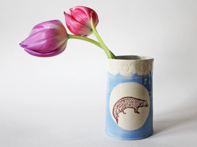Hier sind tolle handgemachte Becher aus Steingut. Die Becher sind super geeignet für Getränke, oder als Behälter für Blumen, Stifte, etc.  Sie kommen in 5 verschiedenen Farben: Schwarz, Rosa,...
