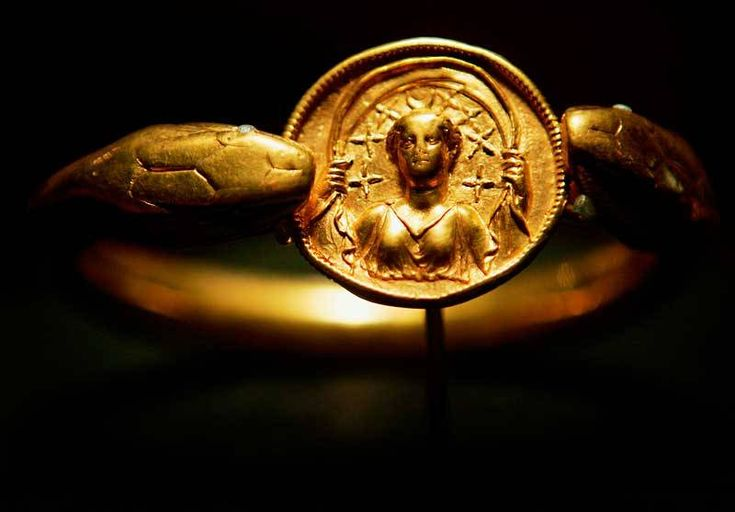 A gold bracelet, weighing over 1.3 pounds and found on a victim in Pompeii, was part of a traveling exhibit displayed at the Field Museum in Chicago, Illinois in 2005. 79 A.D. Italy.