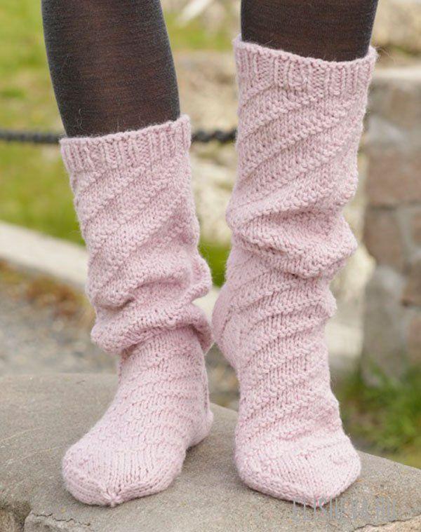 Уютные, высокие носки от DROPS Design, вязаные спицами