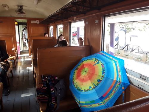 Parapluies à la gare...