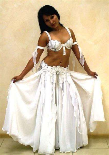 Белый арабский костюм
