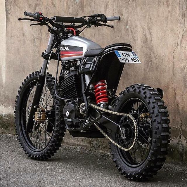 I would love to build one of these. . . #scrambler #tracker #motorcycle #honda #xr600 #fuel #fueltime