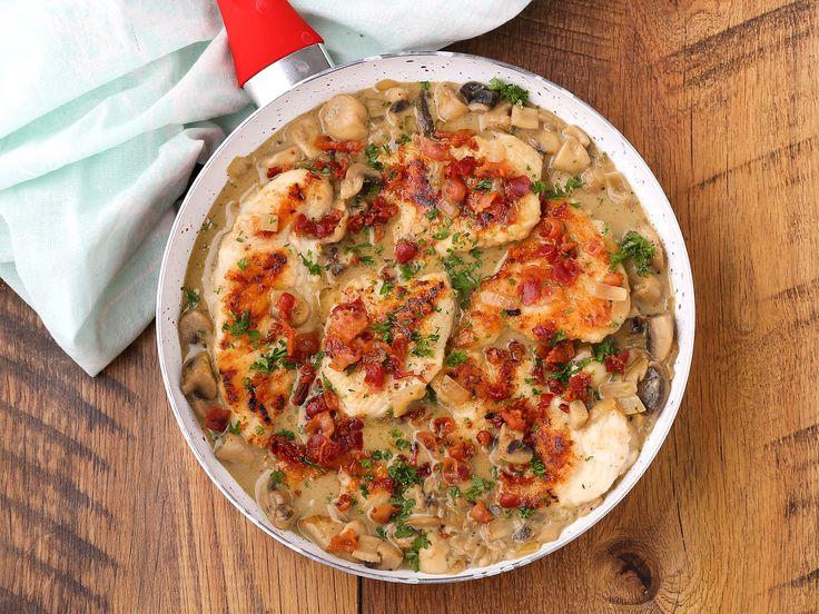 Egy finom Tejszínes-gombás-baconös csirke ebédre vagy vacsorára? Tejszínes-gombás-baconös csirke Receptek a Mindmegette.hu Recept gyűjteményében!