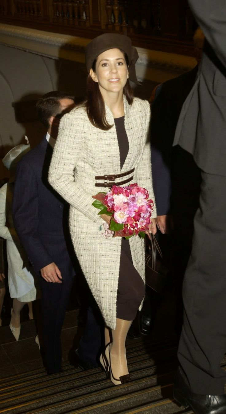 In her first year as a royal, crown princess Mary was present at the new opening of Parliament (Folketinget) in October 2004.