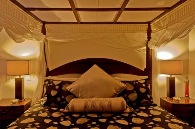 king canopy bed drapes   It features a grand four- poster , queen-sized iron canopy bed , a ...