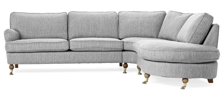 Mio Watford 2-sits soffa med divan Tyg Petra grey med ben/hjul i ekbets/mässing  Mått Bredd: 270 cm Höjd: 88 cm Djup: 100 cm Alternativ djup: 240 cm Sittdjup: 60 cm Sitthöjd: 48 cm 17.995:-