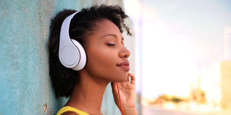 Met deze playlist kun je maar liefst 72 nummers beluisteren:4 uur en 28 minuten vakantiegevoel! Lekker wegdromen bij mooie nummers, of juist swingen!