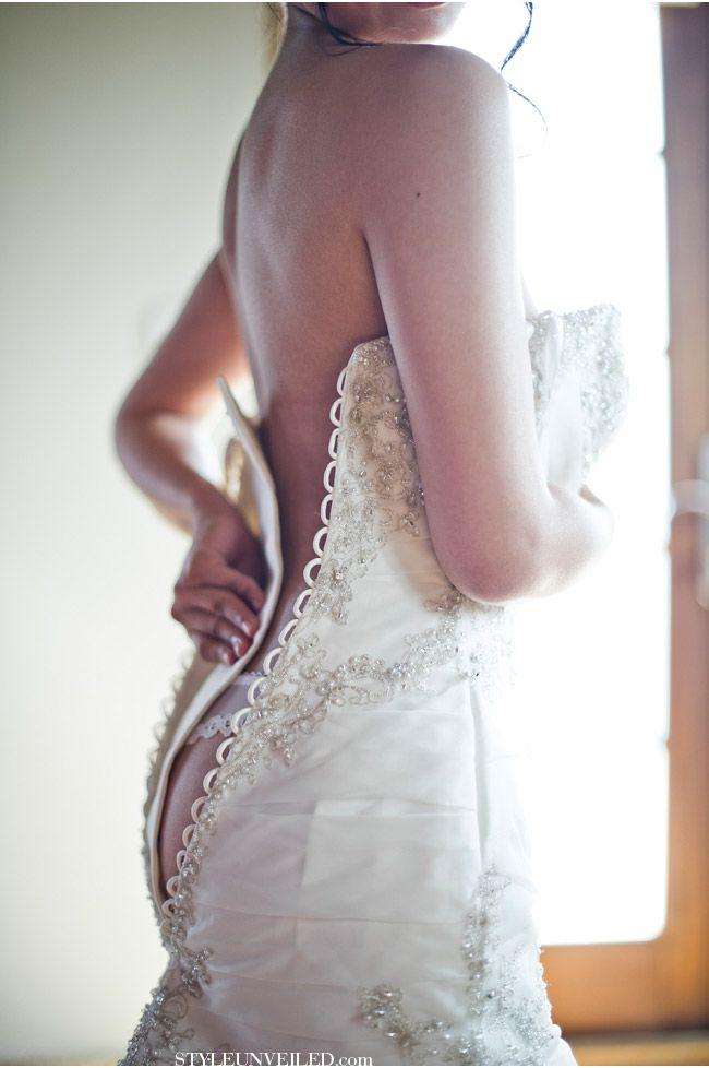 sexiest 'getting ready' shot I have ever seen / Elisha Orin Photography / via StyleUnveiled.com