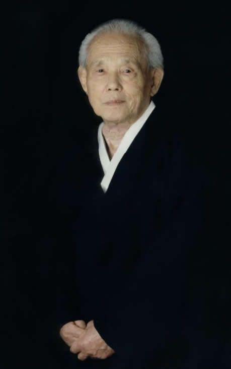 Great Grandmaster Hwang Kee Founder of Tang Soo Do (Soo Bahk Do) Moo Duk Kwan November 9, 1914 - July 14, 2002 Tang Soo Do World