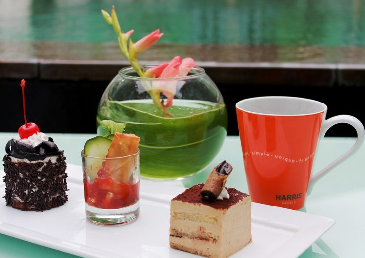 Cup & cakes only Rp 50,000 / person at HARRIS Cafe