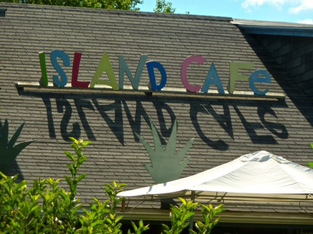 Join the group Wed, June 4 for a walking tour of Ward's Island, followed by a snack at the Island cafe.