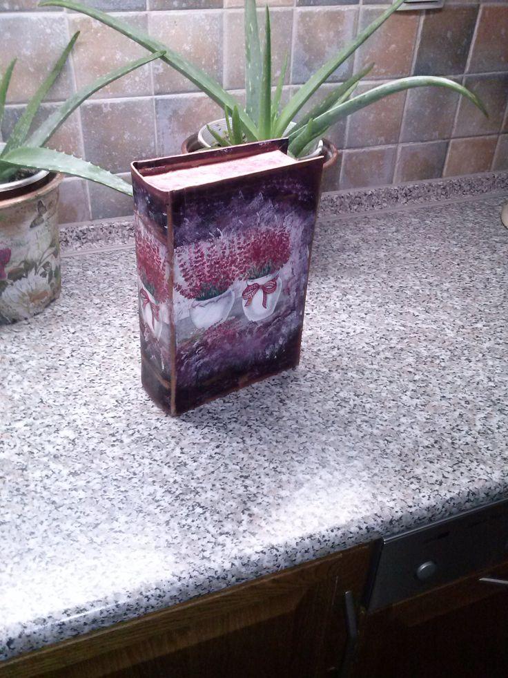"""δερματόδετο βιβλίο με την τεχνική ντεκουπάζ μεταμορφώνεται σε κουτί αποθήκευσης """"Καλλιόπη"""""""