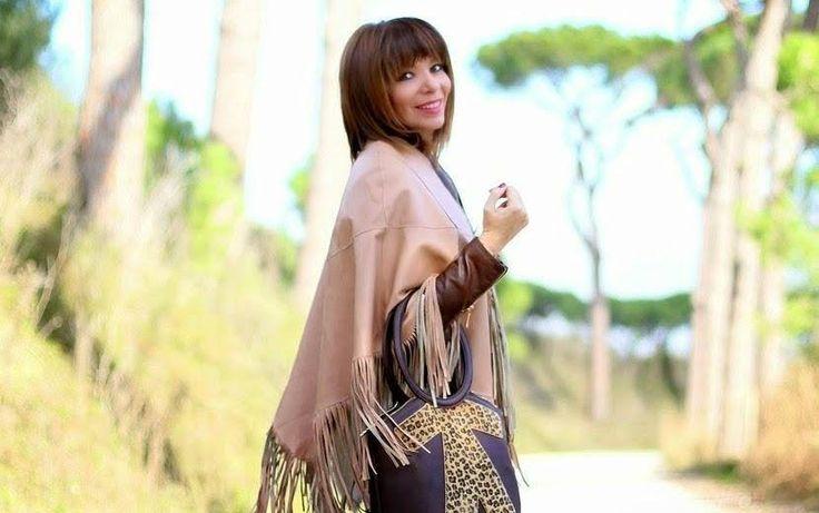 Stupenda Francesca di Don't Call Me Fashion Blogger che abbina il poncho con le frange e la #biribag leopardata! Super stile! #birikiniemotions #birikini #fashionblogger #birikinibloggers  www.ibirikini.com - info@ibirikini.com