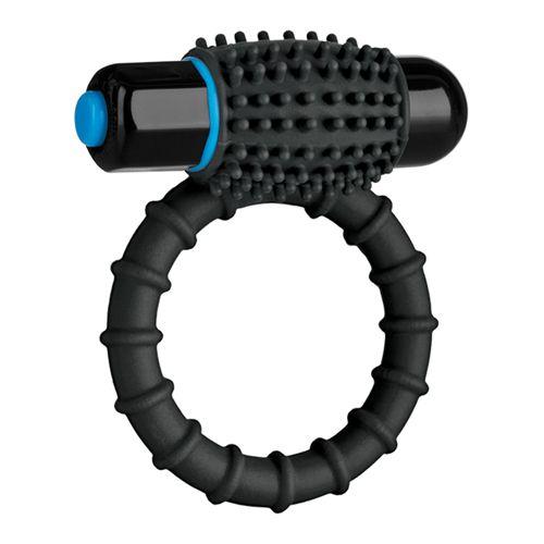 De krachtige vibrerende C-ring is gemaakt om jou en je partner te plezieren. De zachte rekbare siliconen ring voor gemakkelijk gebruik heeft een verwijderbare kogel in een bobbelige koker voor comfortabele stimulatie. De waterdichte vibratiekogel heeft 10 unieke functies. Plaats de ring bovenop de schacht van de penis voor stimulatie van de clitoris of onder de schacht van de penis of testikels voor zelf stimulatie.