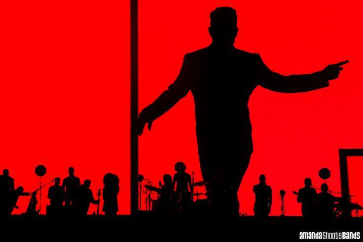 Robbie Williams live at Vector Arena, Auckland | © Amanda Ratcliffe 3 November 2015       Please contact for additional images: contact@amandashootsbands.com