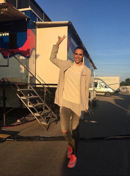Esther Sedlaczek wearing REPLAY Hyperflex Jeans. Check it out here : https://www.replayjeans.com/de/shop/product/damen/jeans/skinny-fit-jeans-hyperflex-luz/pc/48/c/52/sc/-1/3693 #replay #replaygermany #replayjeans #hyperflex #esthersedlaczek
