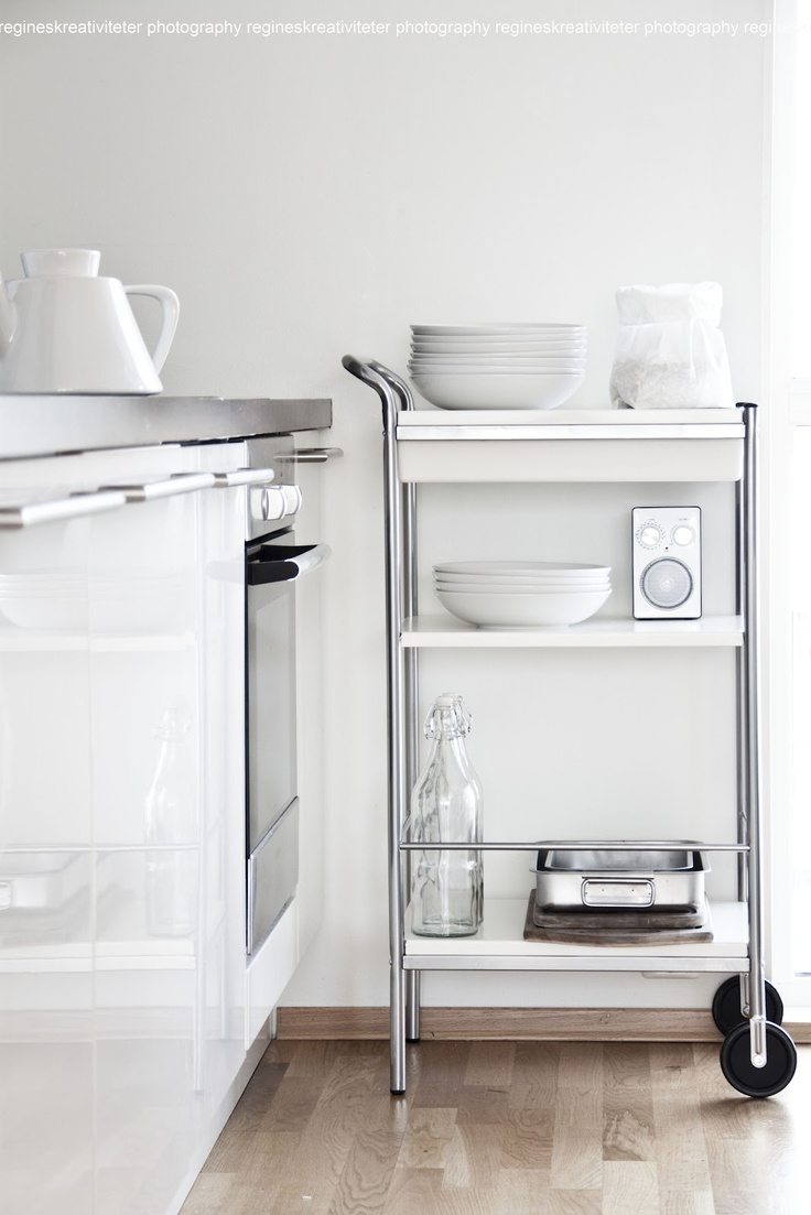 trolley in the kitchen - white and silver  - for more inspiration visit http://pinterest.com/franpestel/boards/