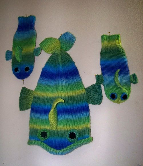 Knitting Pattern For Fish Mittens : How To Knit the Fish Mittens Dads, How to knit and Fish