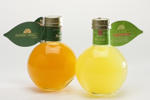 見た目もキュート!ビタミンCたっぷりの柑橘系ドリンク!山口県萩産の夏みかんをたっぷり使用した、飲む橙のお酢と、手搾り夏みかんオレンジジュースの2本セット♪女性にも大人気の爽やかな味わい!