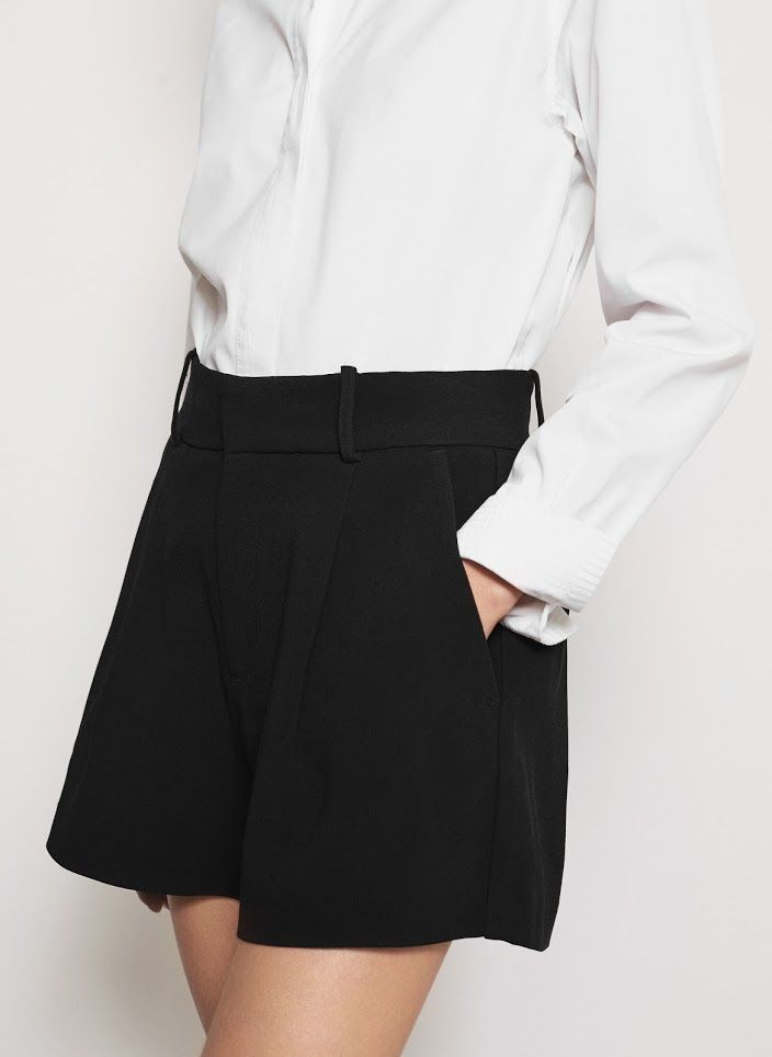 <p>Durum shorts are made from lightweight fabric, perfect for summer days. They have two front pockets and decorative pleats at front. Tuck in a crisp white shirt and add sandals to finish.</p>
