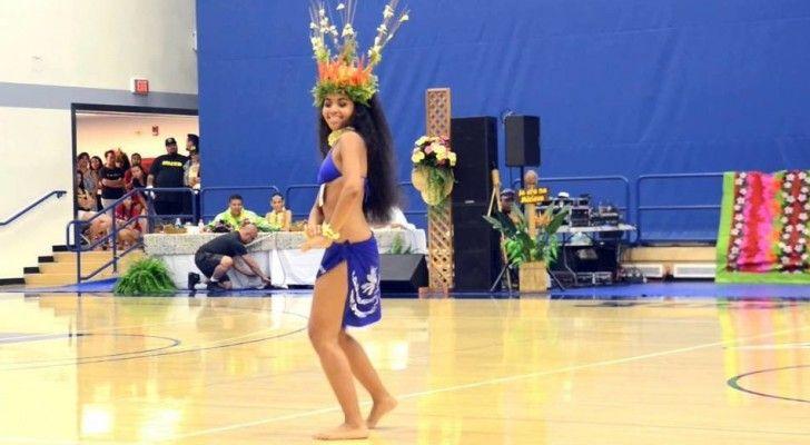 Si vous pensez que les danses de Shakira sont sensuelles, vous serez impressionné de voirdanser cette fille de seulement 19 ans! Son nom est Melanie Amen, elle vient de Tahiti, et sa passion pour…