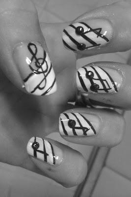 Día 7: uñas blanco y negro