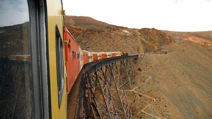 Tren a las Nubes - Es un servicioferroviarioturístico sobre el ramal C14 delFerrocarril General Manuel Belgranoen el tramo que une la estación deSaltacon elviaducto La Polvorilla, sobre laCordillera de los Andes, a más de 4220msnm.
