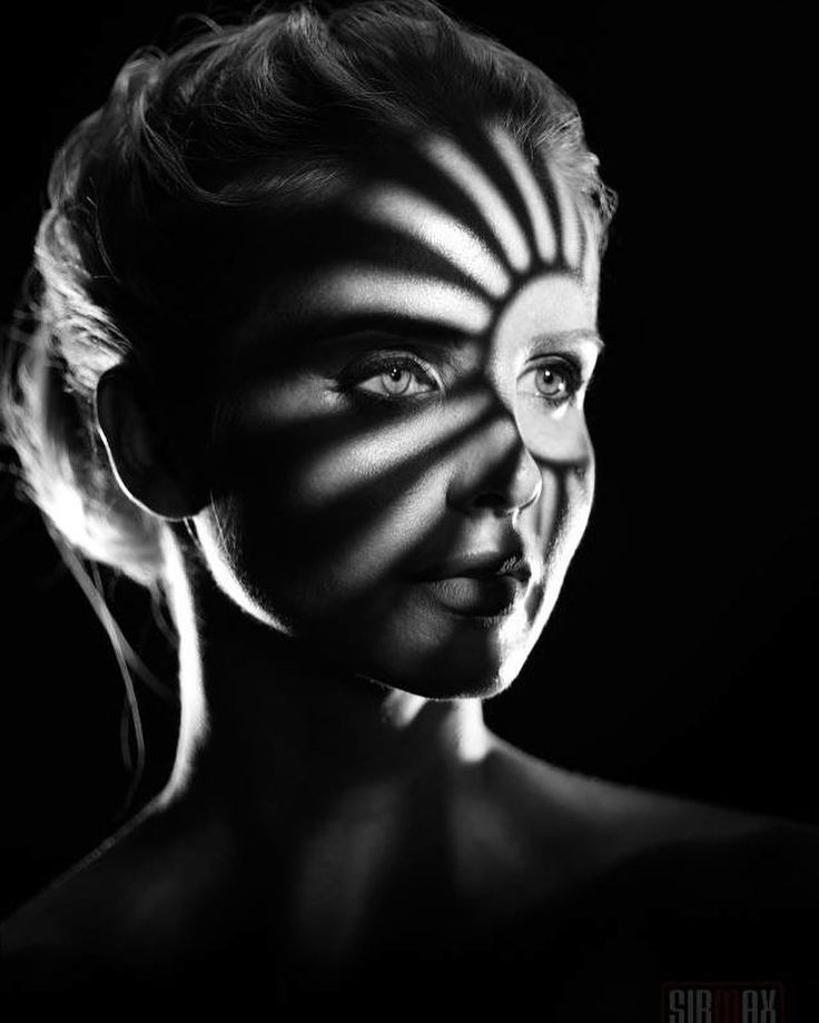 Черно белые картинки на лице
