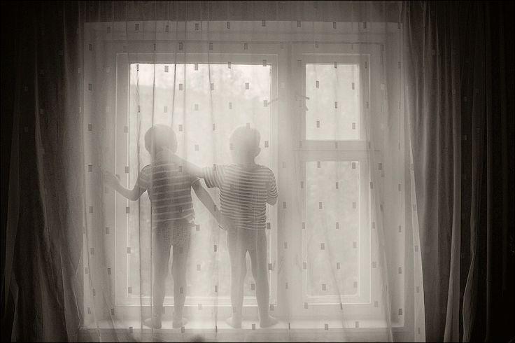 Дети и окно