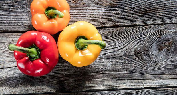 Gorgé de vitamines C, le poivron contient à peine 20 kcal. Du coup si vous mettez beaucoup de poivron dans votre menu, vous aurez la sensation de satiété sans avoir augmenté (de trop) votre nombre total de
