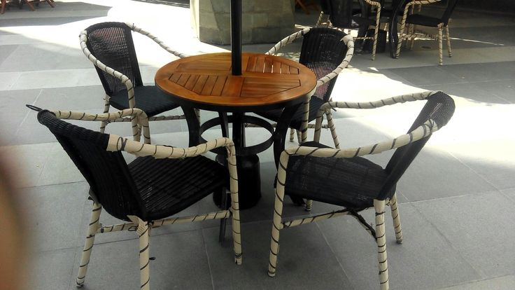 Diningset outdoor  Rattan synthetic single chair Round table teakwood top Umbrela / parasol waterproof Caffe Bene  Jakarta-Indonesia