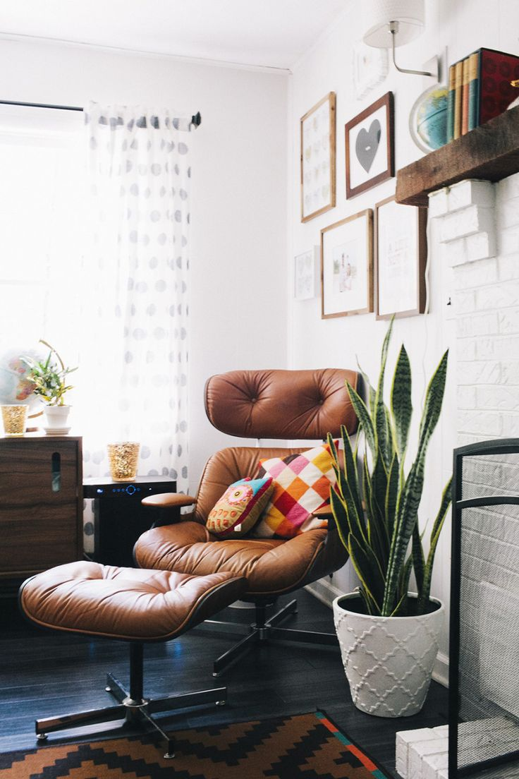 Love the combo of tan leather, plants and collage picture frames. Perfect for my cosy corner in the living room.