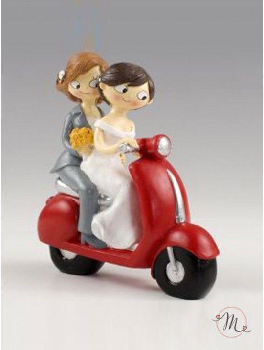 Cake Topper Girls In Moto. Girls In Moto raffigura due donne felici di sposarsi. Pop & Fun® Collection originale! Misura: h 17 cm. Il colore dei capelli delle spose è personalizzabile!  #unioniarcobaleno #nozzelgbt #lgbt #samesexwedding #lovewins #loveislove #gaywedding #lesbianwedding #gaylove #same-sexwedding #samesexweddings #tshirt #addioalnubilato #addioalcelibato #wedding #matrimonio #sposa #sposo #mrsandmrs #mrandmr #caketopper