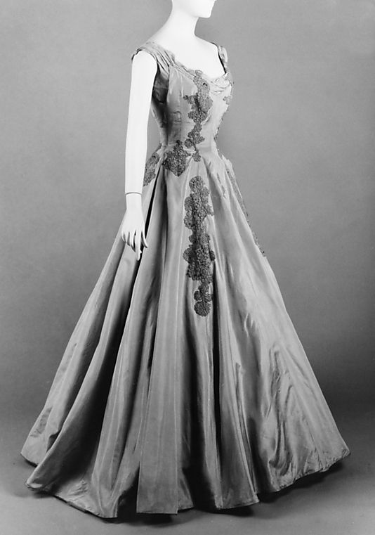 Dress, Evening 1956 by Anne Lowe SIGH...Sometimes I wish I lived in the 50s.