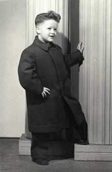 "Four year old Bill Clinton (1950).  If ""A picture speaks a 1,000 words,"" these photos speak volumes and capture history's most famous faces in places that you've likely never seen them before."