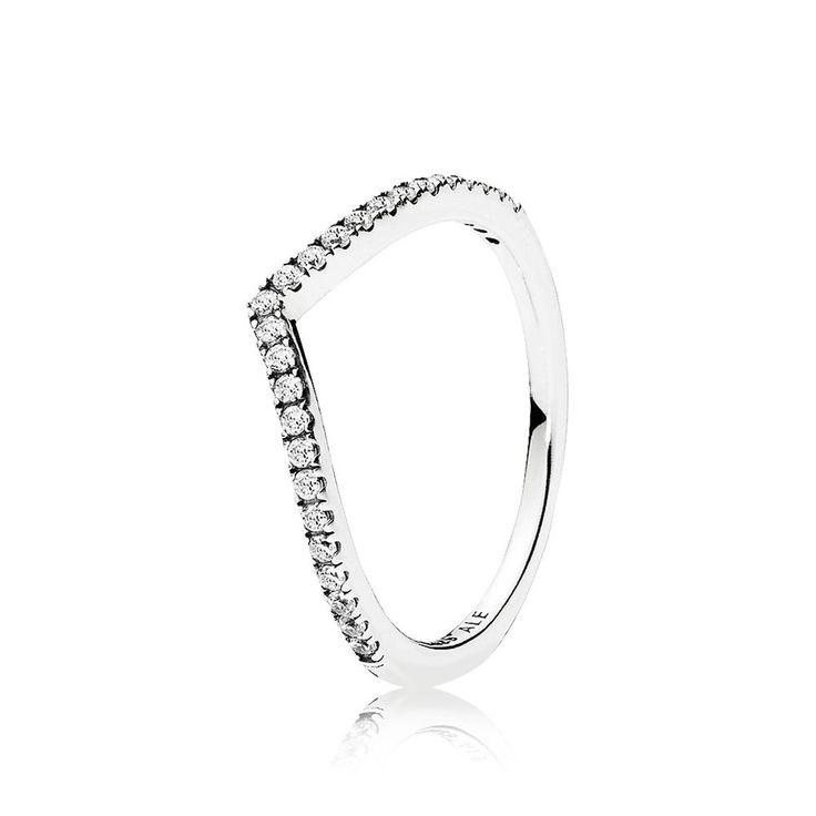 Uma linha fina de pedras brilhantes enfeita este anel em formato de V, trazendo glamour ao seu design gráfico. Use este anel em forma de osso da sorte sozinho ou em conjunto com outros anéis no estilo chevron de texturas contrastantes.* Tamanhos para utilizar como Anel de Falange.* Preço diferente conforme o tamanho.